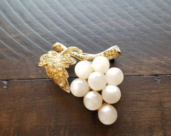 Vintage costume white jelly belly and gold toned leaf grape brooch