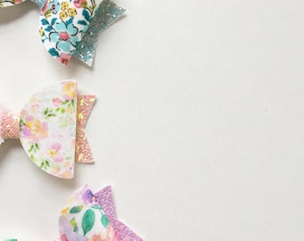 Floral large dolly bow. Girls hair accesorries. Headband.