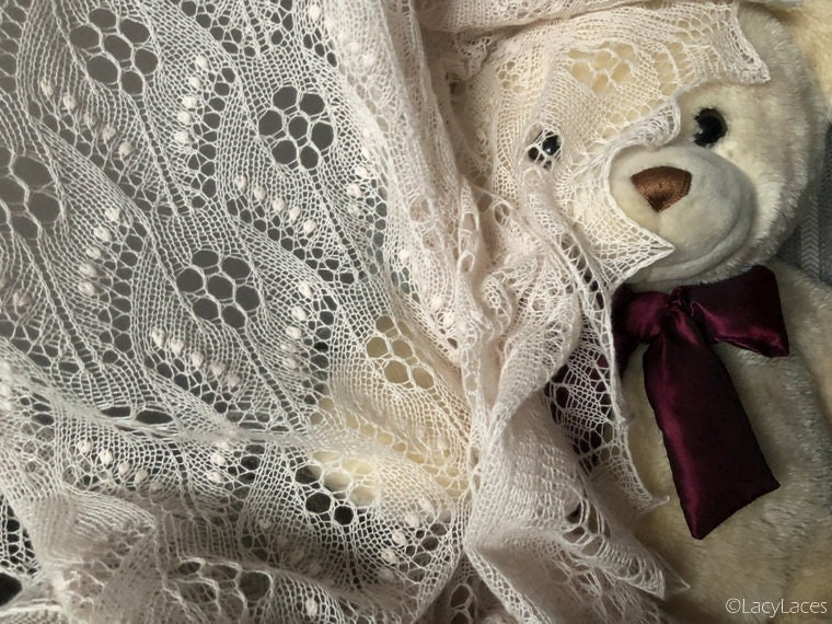 100% Cashmere Very Pale Pink Hand knitted Baby Blanket/Shawl Traditional Estonian Lace Haapsalu Shawl