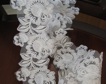 sale White Alencon Lace Trim with Roses for Bridal Gown Wedding Dress Veil Supplies