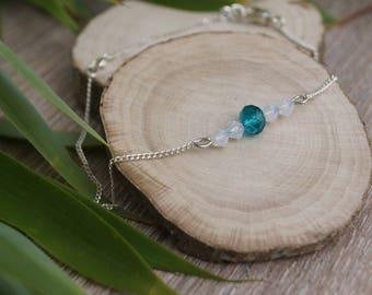 Bracelet blue and white beads