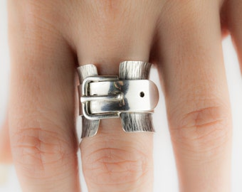 Silver ring with belt / motivation ring