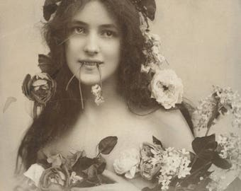 SHRINKING VIOLET: Modern Victorian perfume oil -- candied violets, skin musk, peach skin.