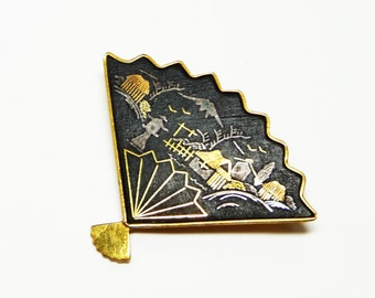 Vintage Damascene Fan Brooch - Black and Gold Tone Pin - Mid Century Jewelry