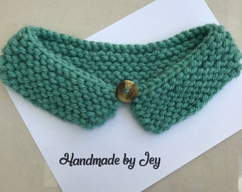 Sage Green Knitted Collar with Button