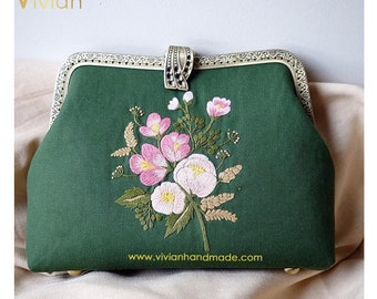 TH18.2006 - Hand embroidered clutch