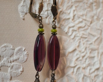 Earrings violet, aniseed green glass