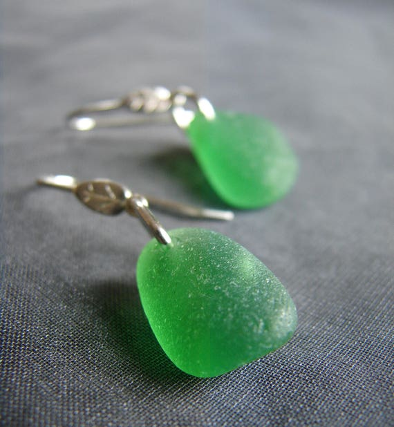 Little Leaf sea glass earrings in true green
