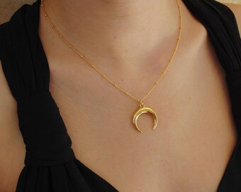 Crescent Moon Necklace,Half Moon Necklace,Gold crescent moon necklace,Double horn necklace,Crescent moon choker,Horn necklace,DaintyNecklace