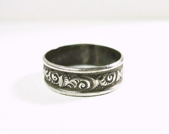 Small Vintage Sterling Silver Patterned Wedding Band Ring - Scroll Pattern - Size 5.25 - Dainty