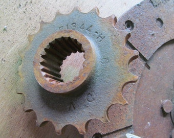 Industrial Metal Rusty Gears Recycled Metal Art Recycled Metal For art Sculptures