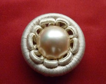 Button beige trimmings * 3.7 cm * mother of Pearl cabochon