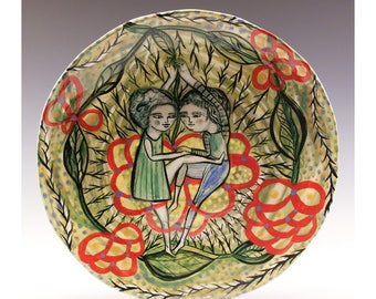 Hand Painted Plate - Painting by Jenny Mendes on a round ceramic plate - Entwined