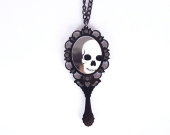 WOW super mirror necklace and its reflection skull