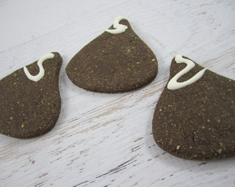 Puppy Kisses Gourmet Dog Treats ~ Homemade All Natural Carob Bakery Dog Biscuits ~ Kisses Candy Shaped Dog Cookies ~ Dog Snacks ~ USA Made