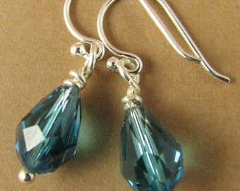 Silver earrings with swarovski elements crystals. Teardrop, teal / blue. Sterling silver.