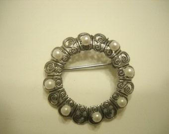 Silver Tone & Faux Pearl Circle Brooch (3276)