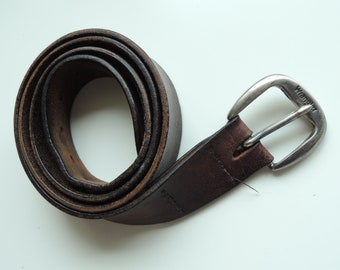 FREE SHIPPING - Vintage WRANGLER Dark brown stressed Leather belt with metal buckle, size 105