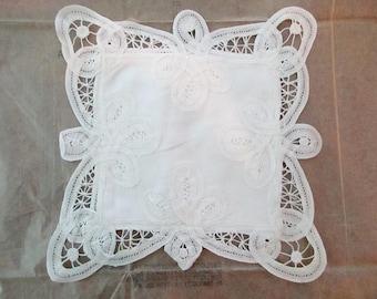 vintage white battenburg lace pocket - new, unused, NOS
