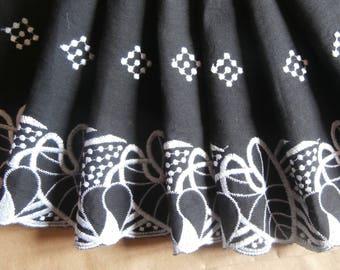 White embroidery on black border (ref 926 94 53)