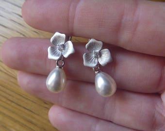 flowers and pearls earrings