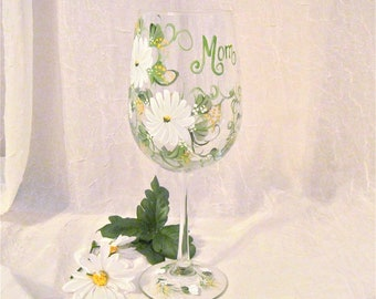 Free shipping Daisy hand painted personalized wine glass for mom sister aunt friend cousin bridesmaid grandma sister in law niece etc