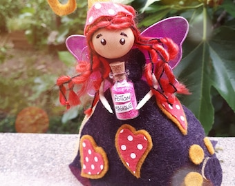 Potion vial with fairy / Elf/Figurine / IMP / magical/customizable/lucky character