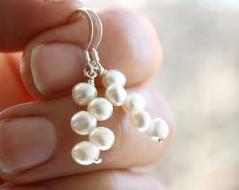 White Freshwater Pearl Earrings Dangle . White Pearl Drop Earrings . Freshwater Pearl Earring . Bridal Pearl Earrings