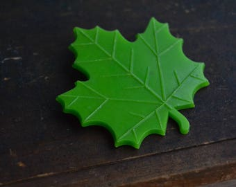 Soviet Vintage Maple Leaf Brooch Pin, Green Plastic Leaf Brooch, Vintage Maple Leaf Pin, Plastic Jewelry, Nature Jewelry, Made in USSR