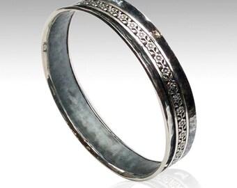 Hammered sterling silver bangle, floral spinner bangle, meditation bracelet, statement bangle, simple hammered bangle - Mrs Magic B3005
