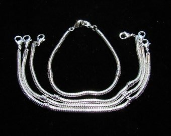 4 Silvertone Euro Style Bracelets/Child Size 15.5cm (B112i1)