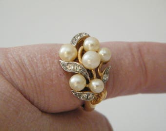 Avon Faux Pearl and Rhinestones Ring with Floral Band, Vintage gold tone band size 7 to 8, has sizer inside, fashion jewelry
