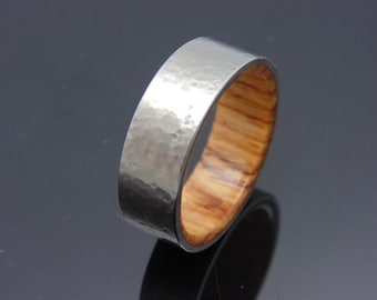Titan Ring, Holzringintarsie Honduras Palisander Ehering gehämmert