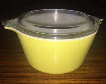 Pyrex Verde pattern 472 round casserole with matching clear glass lid