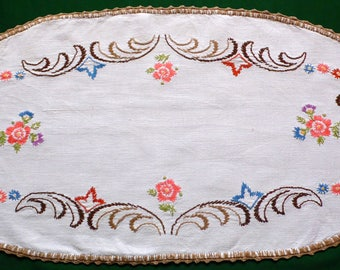 vintage oval embroidered linen table runner floral embroidery flowers Crochet Edging