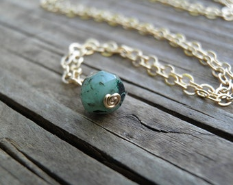 Gold Tiny Emerald Necklace, Minimalist Necklace, Simple Green Emerald Necklace , Gold Filled, May Birthstone Necklace, Genuine Rough Stone