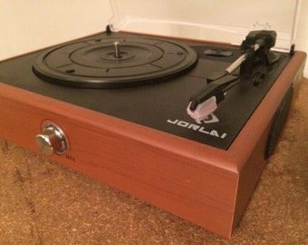 Fabulous Portable Record Player Turntable 3 Speed Retro Looks like vintage