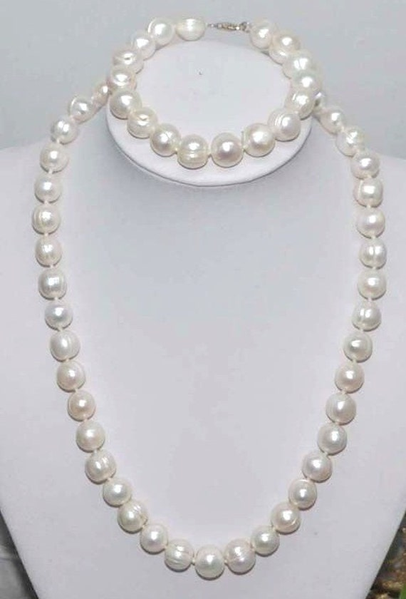 Lovely new handmade genuine 10mm set of freshwater white pearl necklace and bracelet