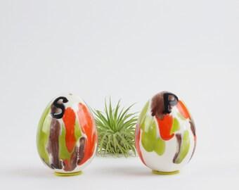 Vintage Keramik-Ei geformt, Salz und Pfeffer Streuer Set - Oval bunten S und P Schüttler - Diner Dekor