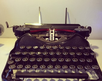 Very rare working 1930s Corona 4 Typewriter with case in an excellent condition