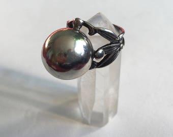 vintage sterling orb and leaf ring, size 5.5