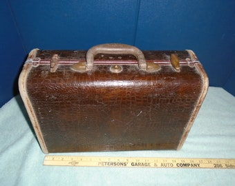 Small Samsonite suitcase. Make up bag. Samsonite. luggage. vintage suitcase. vintage luggage. vintage samsonite