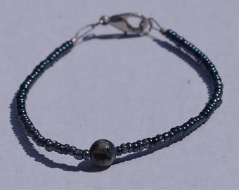 Earth and navy blue beaded bracelet