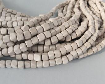 30 perles carrées de bois naturel de 7mm