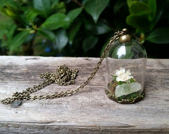 Terrarium necklace with white flower and quartz crystal