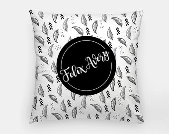 Pillow - Custom name - Feather - Black and white