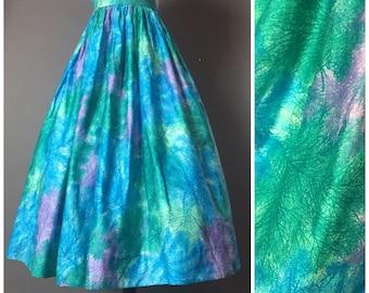 Vintage 60s skirt / 1960s skirt / novelty print skirt / full skirt / cotton skirt / coral feathers trees / pleated skirt 8058
