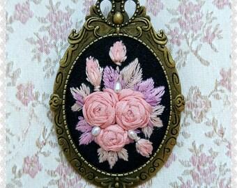 MR2 Midnight roses brooch necklace