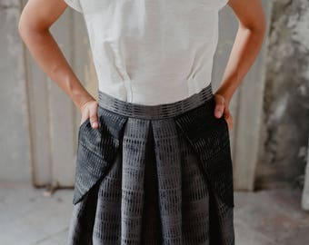 Full Midi pleated skirt gray and black. With pockets applied, midi skirt, pleated skirt, high waist