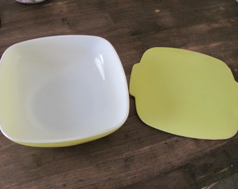 Vintage 1 1/2 QT PYREX HOSTESS  Primary Yellow Covered Casserole Dish